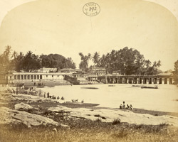 The Raja of Mysore's bathing ghat on the Puckshewan River, Shrirangapattana [Seringapatam].